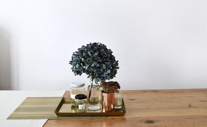 Deko für minimalistisches Wohnen ordnen