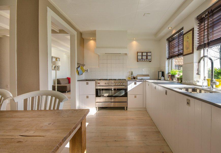 In Küche Ordnung schaffen