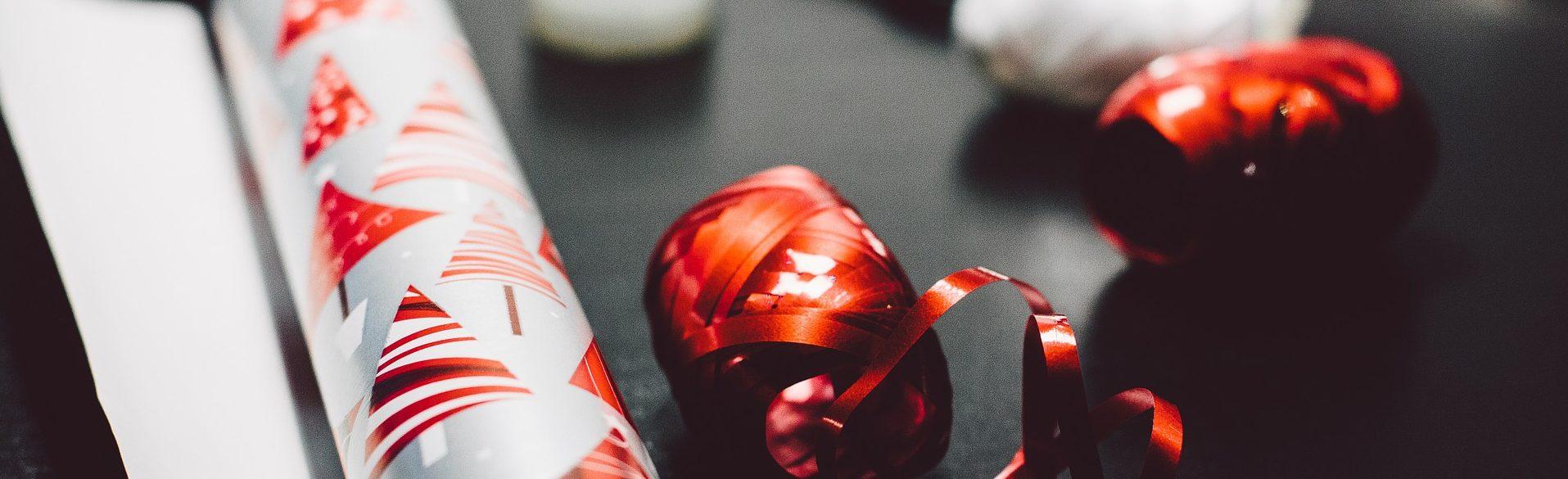 Geschenkpapier & ein schönes Geschenkpapier - mehr braucht man nicht zum Geschenke einpacken.