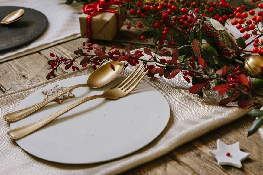 weihnachtliche tischdeko mit einfachen ideen festlich schm cken. Black Bedroom Furniture Sets. Home Design Ideas