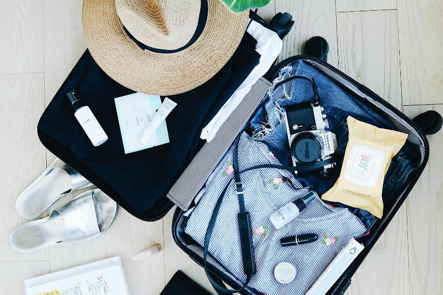 koffer-packen-rollen-oder-falten