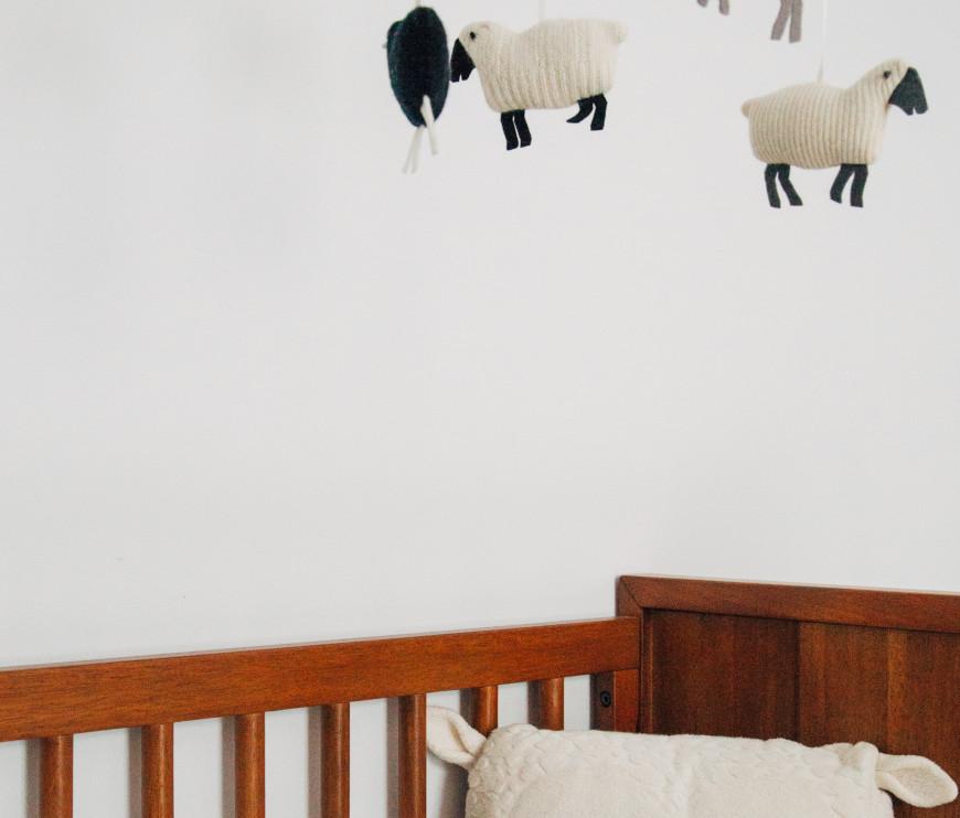 babyzimmer-einrichten-kinderbett