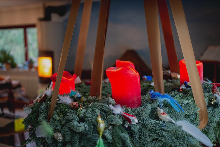 weihnachtlich-dekorieren-adventskranz