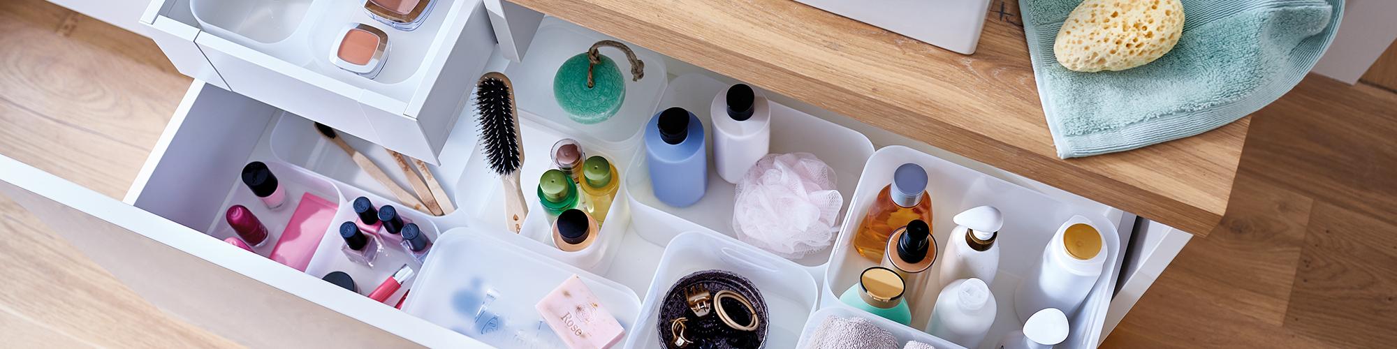 Für jeden Gegenstand den richtigen Platz finden und optische Highlights im Badezimmer setzen.