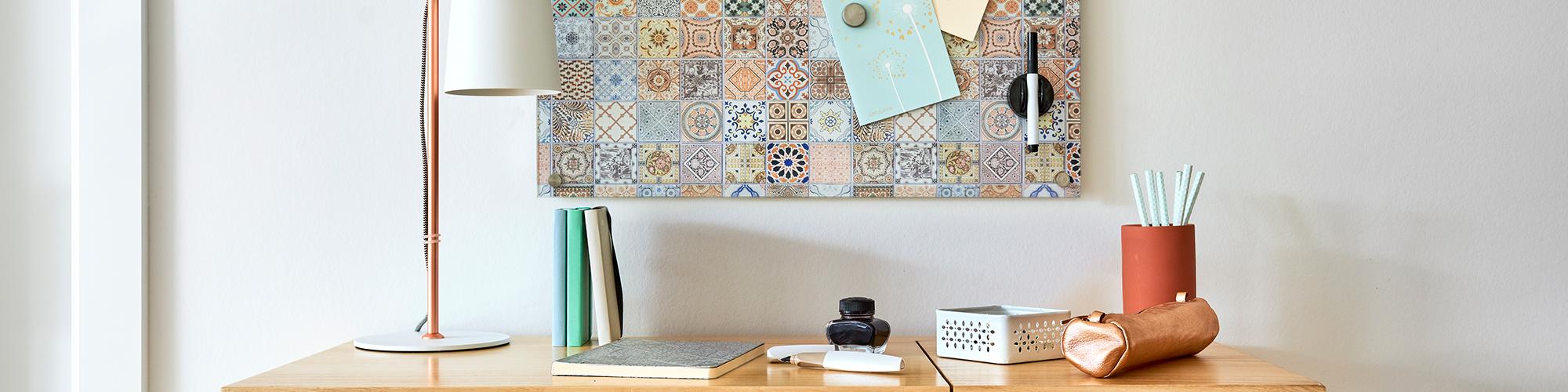 Moderne Elemente und verschiedene Ordnungssysteme für das stylische Office.